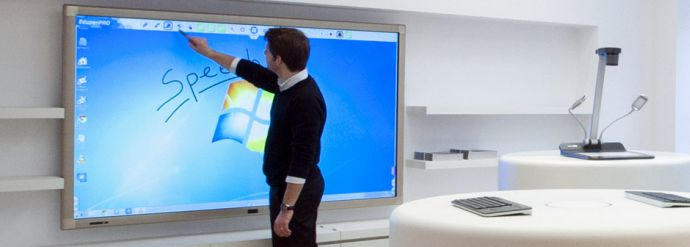 Ecran interactif 84'' SpeechiTouch