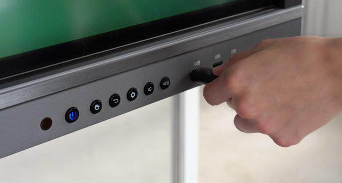 Ecran interactif SpeechiTouch : 3 prises USB commutables