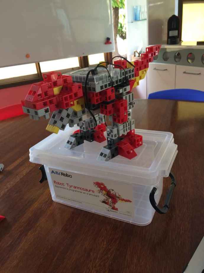 Robot-tyrannosaure