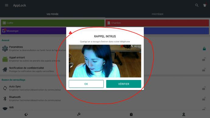 Selfie des intrus sur écran interactif tactile