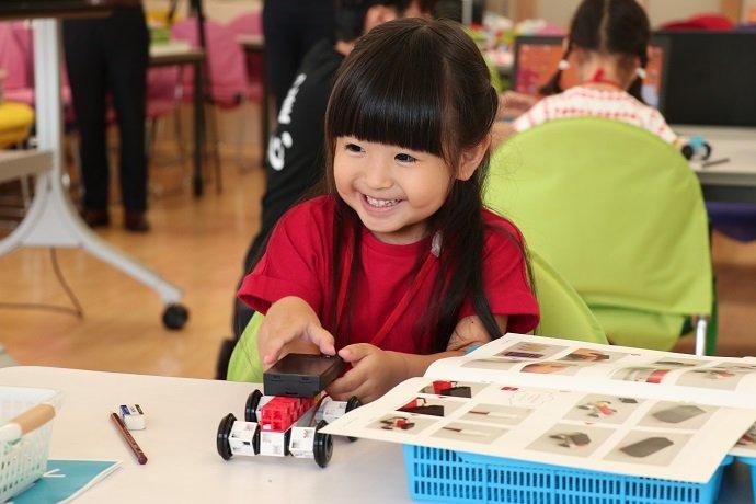 les petits codeurs et un robot programmable