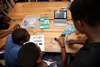 une école pour utiliser un robot programmable