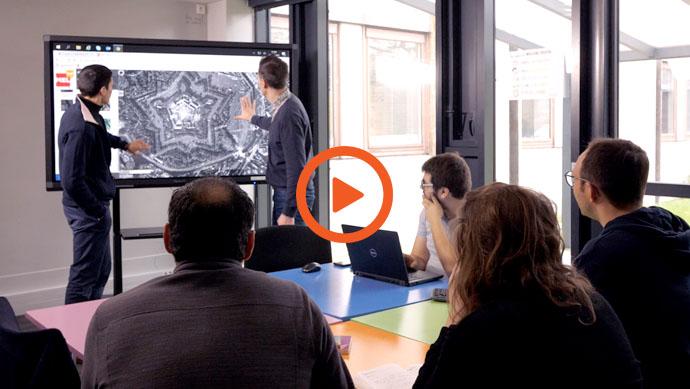 La vidéo d'un écran interactif en entreprise, la métropole européenne de Lille