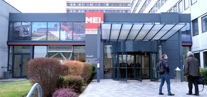 Locaux de la MEL qui utilise un écran interactif en entreprise