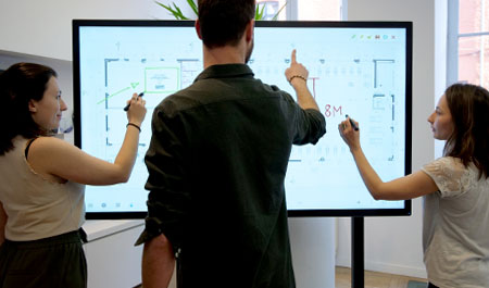 plusieurs-ecran-interactif-speechitouch-capacitif