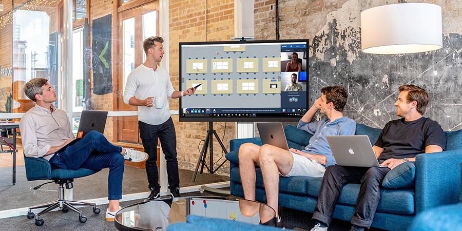La caméra 4K ePTZ Speechi parfaitement compatible pour vos visioconférences avec les écrans interactifs SpeechiTouch et Clevertouch