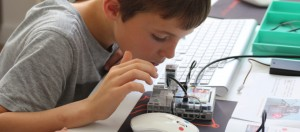 programmation d'un robot à l'école par un enfant