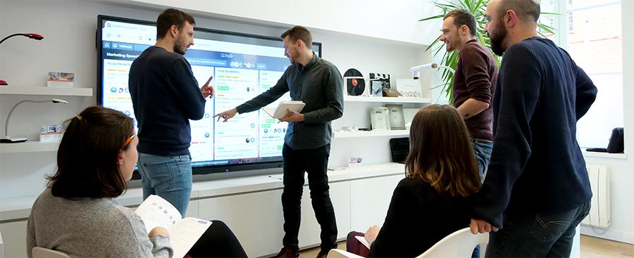 Utilisation de l'écran interactif pour des réunions de management visuel
