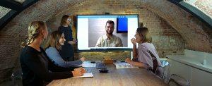 réunion à distance avec tablette interactive XXL