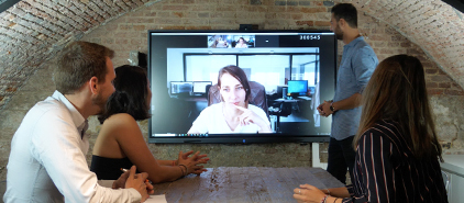 visioconférence sur écran interactif